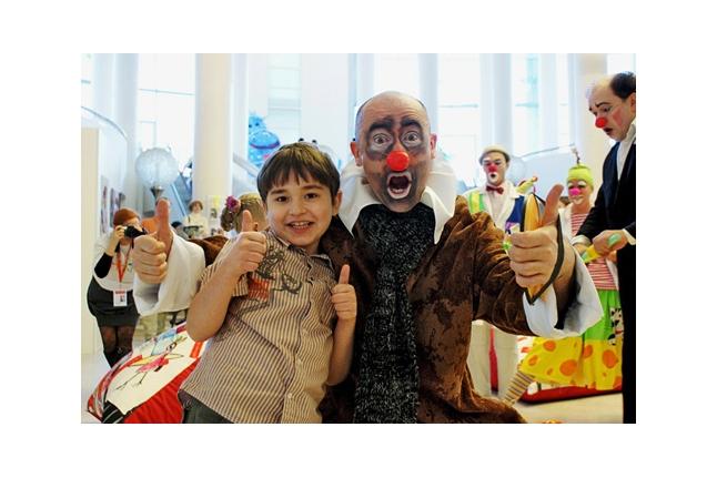 ребенок и клоун
