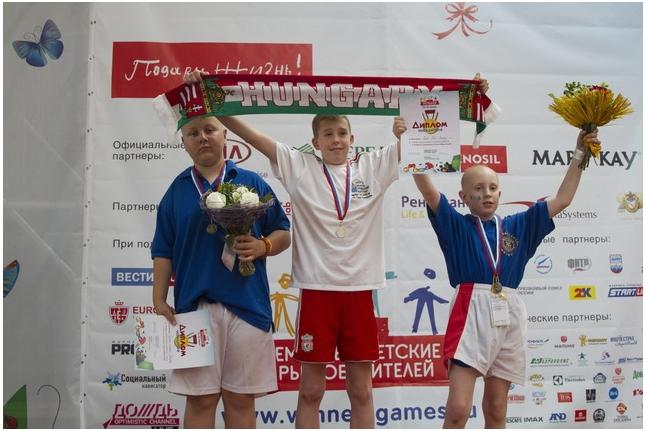 Венгерские футболисты команды мальчиков 10-13 лет
