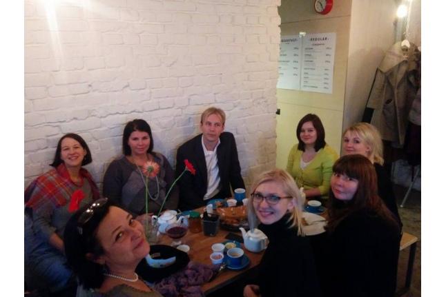 Безумное чаепитие директора нашего фонда Екатерины Чистяковой
