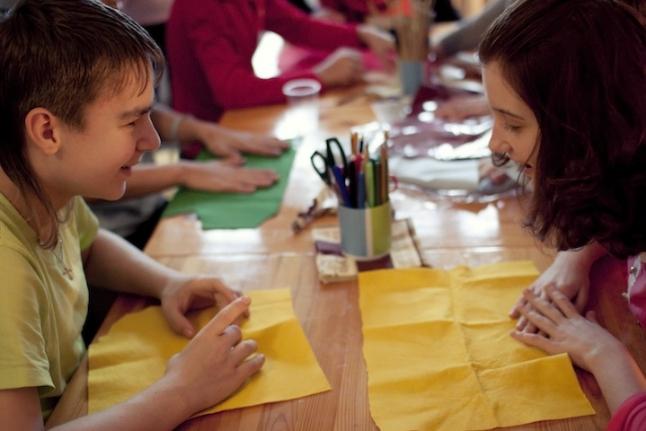 Осенняя смена - 2012. Даня и Оля в мастерской «Очумелые ручки»