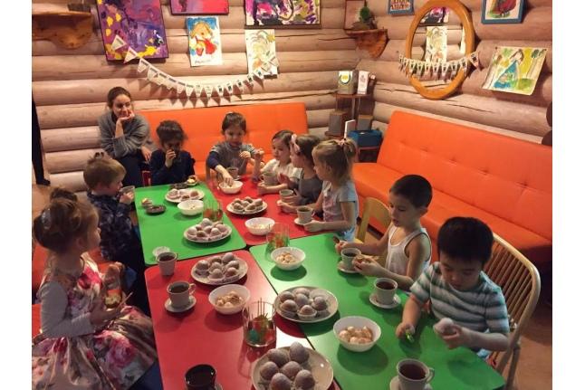 Безумное чаепитипе в детском клубе Stay and play
