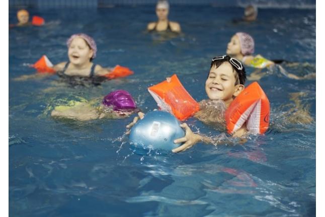 Коля Бубнов в бассейне