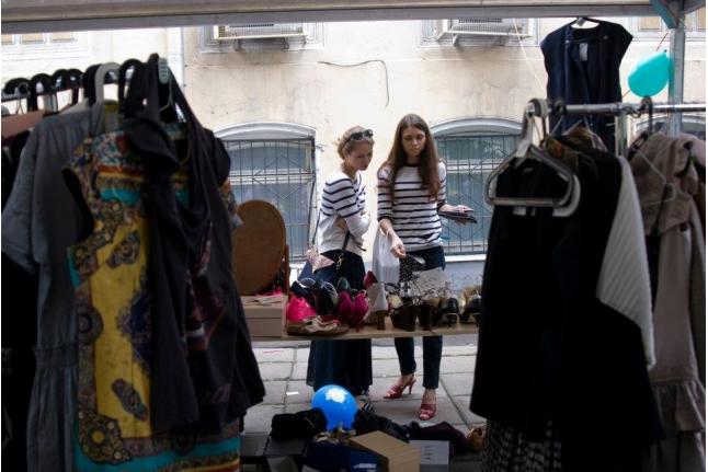 Yard-sale — благотворительная распродажа у себя во дворе! Фото «Ведомости»