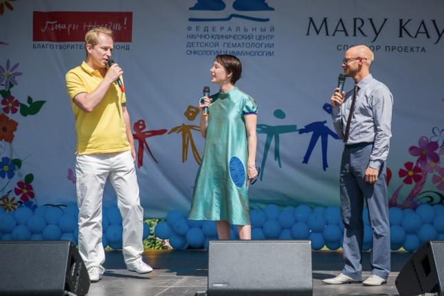Илья Стабровский дарит фонду автомобиль Volkswagen
