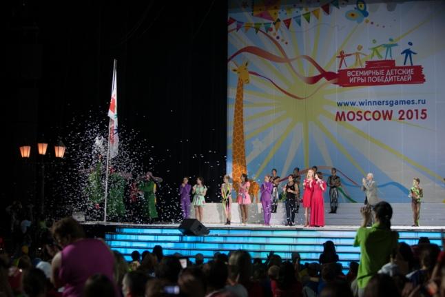 Церемония открытия — поднятие флага Игр