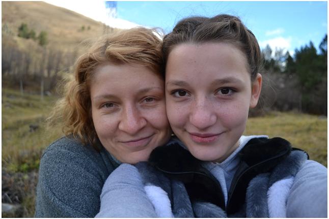 Маша Вайтишкина с волонтёром Леной Волковой