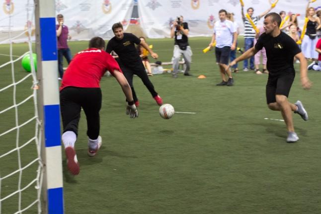 Футбольный матч «Папы против звезд»
