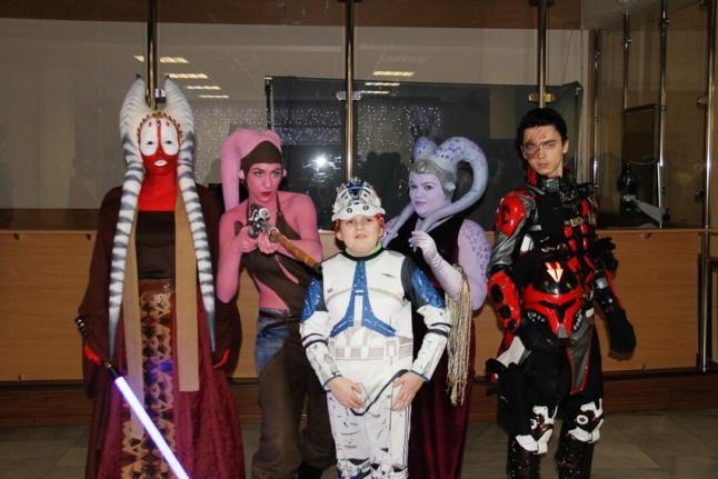 Наши люди в костюмах клонов