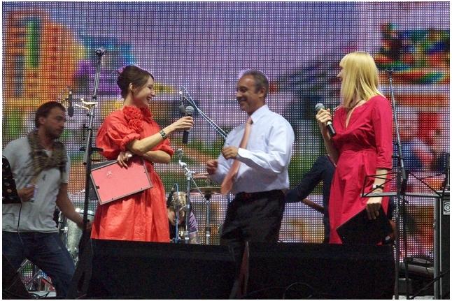 "Профессор Алексей Александрович Масчан на сцене, концерт ""Спасибо!"", 1 июня 2011 года"