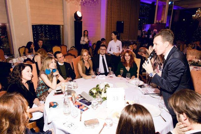 Гости вечера и его ведущий Игорь Верник