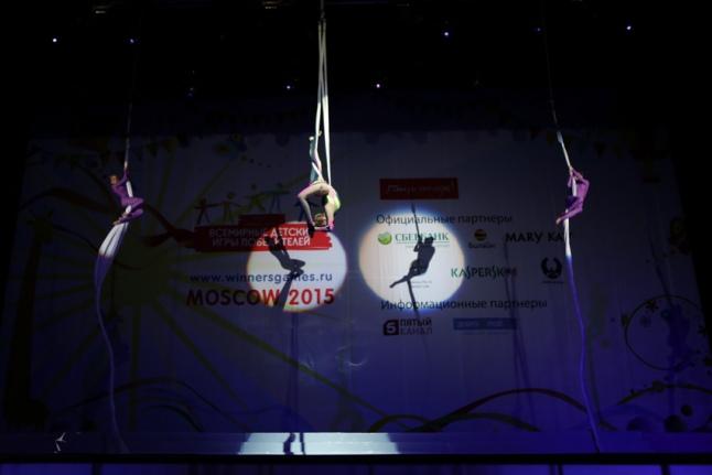 «Приглашение в цирк» — воздушные гимнастки на церемонии открытия Игр