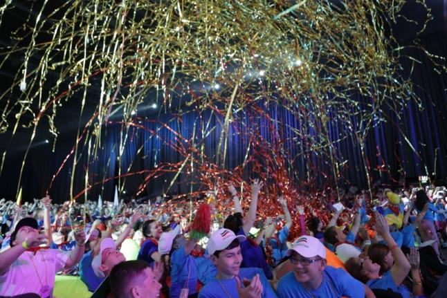 Церемония открытия Игр — салют из серпантина