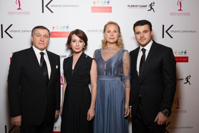 Дина Корзун и Чулпан Хаматова с Арасом и Эмином Агаларовыми