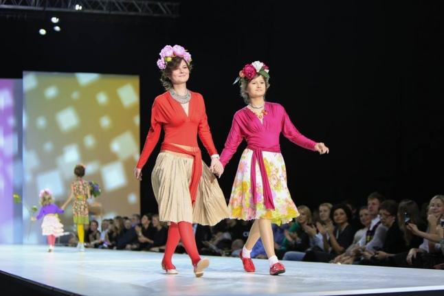 Дина на показе мод коллекции одежды от Елены Теплицкой