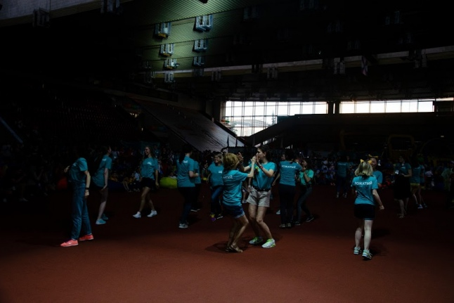 Дискотека после завершения церемонии закрытия Игр. танцуют вожатые