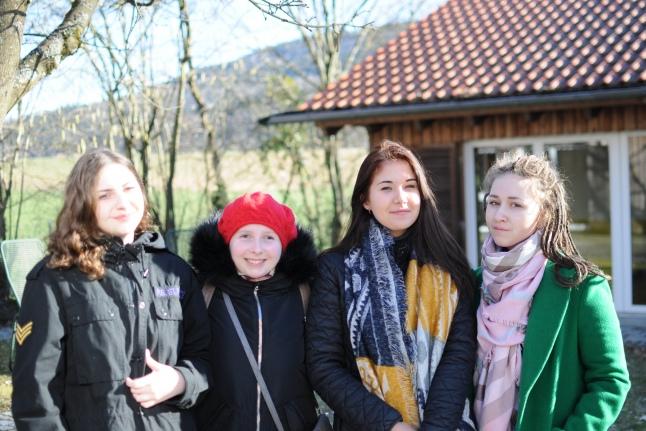 Девочки перед выходом в город