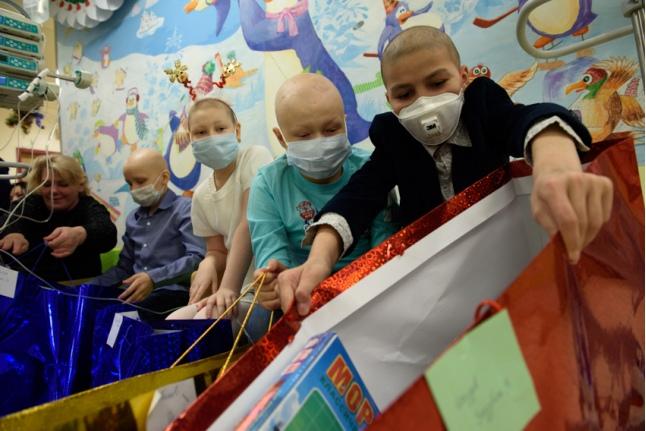 Каждый год дети получают подарки от сотрудников Bayer