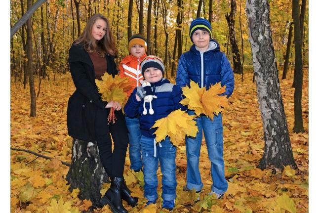 Саша с братьями и сестрой