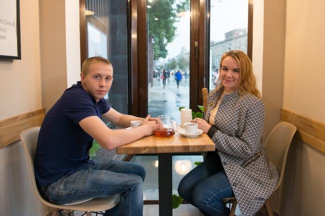 Дима и Алина в московском кафе
