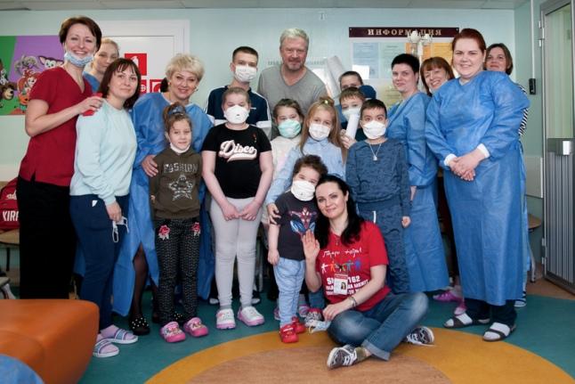 Родители, дети, волонтеры, Валдис Пельш