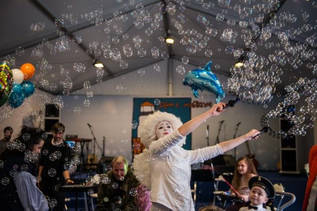Открытие «Дома с маяком», шоу мыльных пузырей