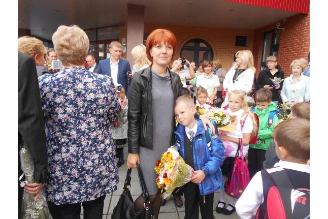 Арсений Кузин с мамой 1 сентября