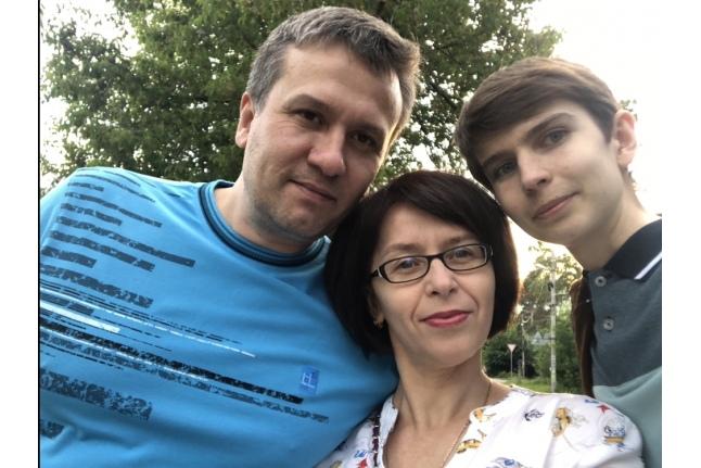 Дима Селиверстов с мамой и папой