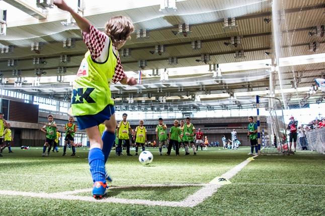 Футбол - мастерский удар по мячу
