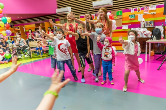 На празднике для детей в Центре детской гематологии им. Дмитрия Рогачёва