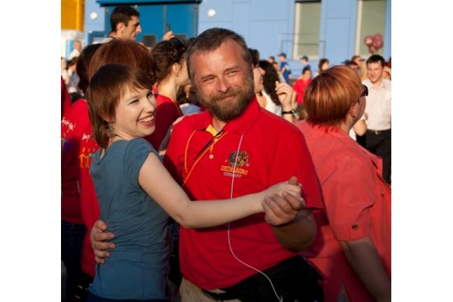 """Зрители танцуют, концерт """"Спасибо!"""", 1 июня 2011 года"""