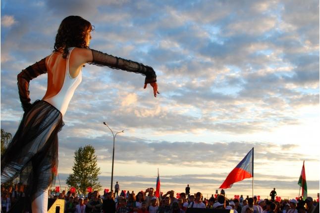 Эля исполняет танец на открытии «Игр победителей» в 2011 году