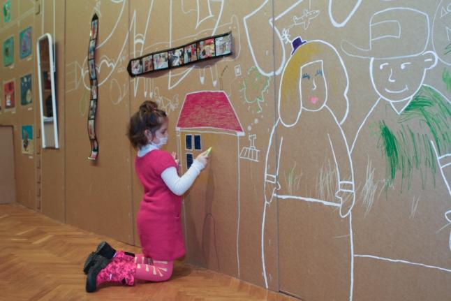 """На экспонатах выставки """"Я в домике"""" можно рисовать"""
