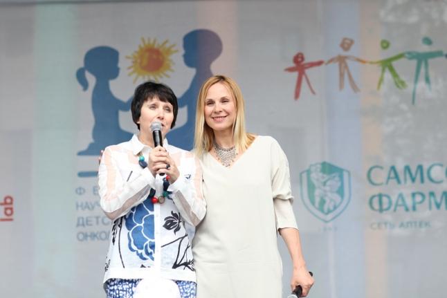 Галина Анатольевна Новичкова поздравляет детей с праздником