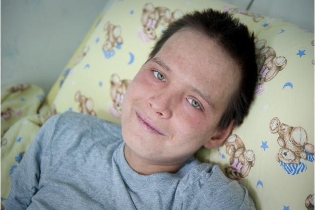 Максим Кармацких во время лечения в больнице