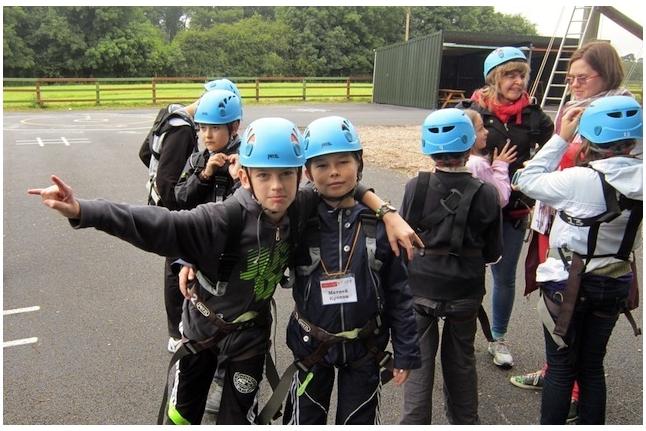 Барретстаун-2012. Мальчики готовятся к веревочному курсу
