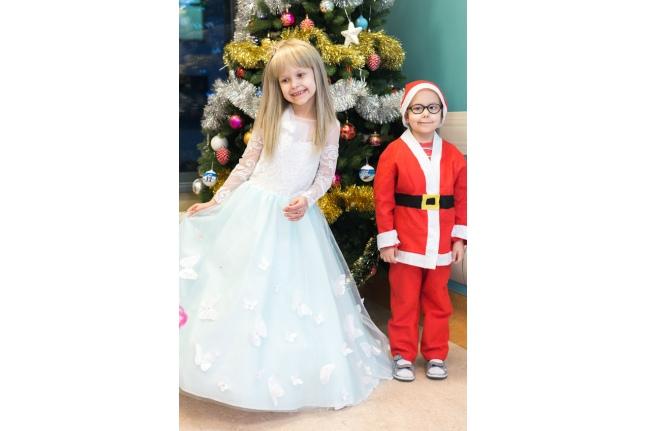 Ваня, подрастающий помощник Деда Мороза, и принцесса Полина