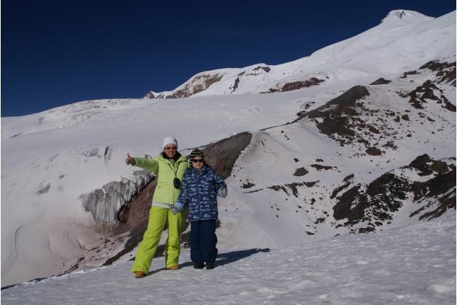 Никита с мамой на Эльбрусе