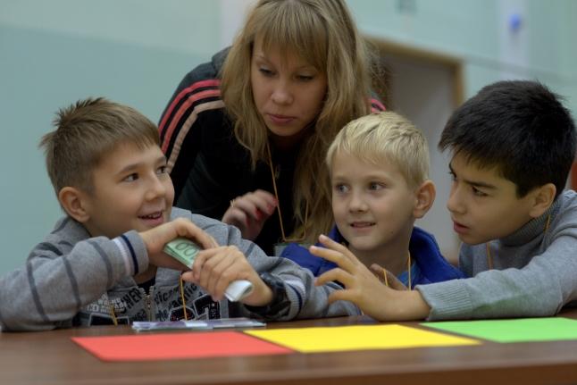 Павел и Дима Шиндаровы, Артём Асриянц и волонтёр