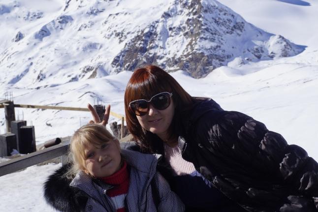 Саша с мамой на Эльбрусе
