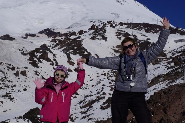 Соня с мамой на Эльбрусе