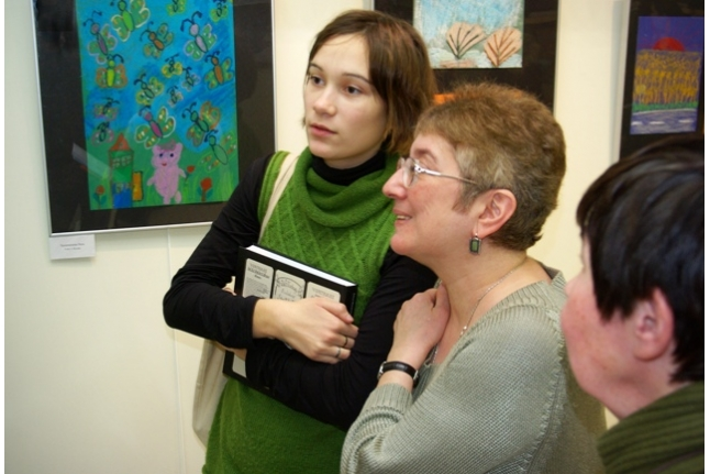 """На выставке рисунков """"Чистым сердцем"""", 2007 год"""