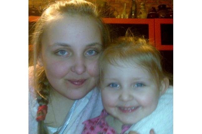 Аня с сестрой Соней