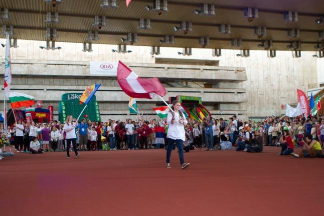 Церемония закрытия - флаги
