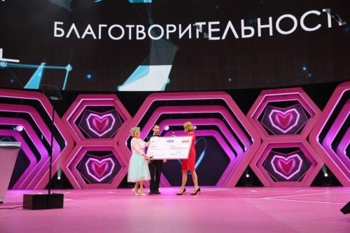 Алла Соколова, генеральный директор Mary Kay Россия, и Дина Корзун