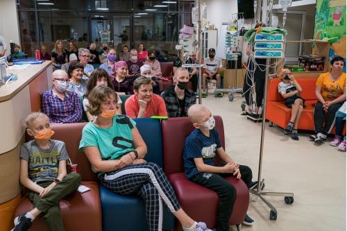 Зрители с большим интересом слушают Риналя Мухаметова