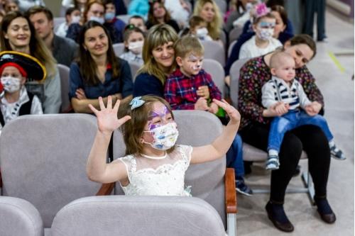 Дети тоже участвуют в представлениях