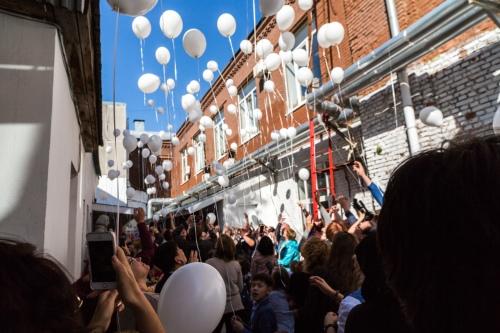 Традиция на Дне памяти — выпускать в небо белые шары