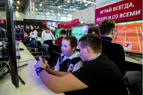 Отстояв небольшую очередь, можно было познакомиться с новыми интерактивными играми