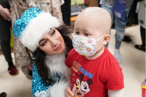Певица Зара поздравила каждого ребенка с Новым годом