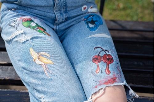 «Рисунки — моя отдушина. Рисую крайне редко, когда вдохновение накрывает, на одежде акриловыми красками»